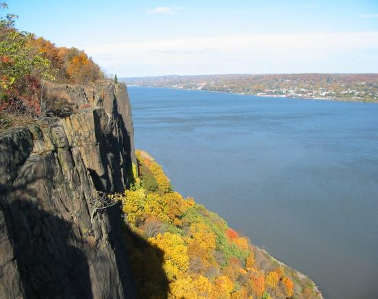 Forest View Trail/Closter Dock Trail Loop - Palisades Interstate Park - New Jersey Section - Photo: Daniel Chazin